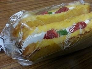 デリフランス フレンチトースト苺サンド